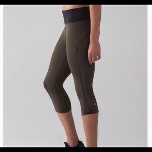 Lululemon Smooth Stride Crop Olive Green/Black 4